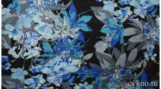 Атлас принт серо-синие цветы на темном фоне