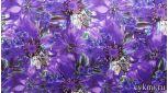 Атлас с цветочным принтом в темно-сиреневом цвете